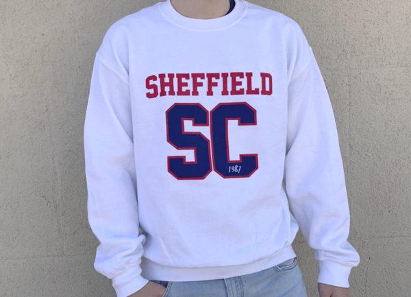 Sudadera blanca de chico con logo SC azul y roja