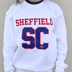 Sudadera de chica color blanco son SC en azul y Sheffield en rojo.