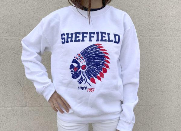 Sudadera blanca con logo de indio Sheffield azul